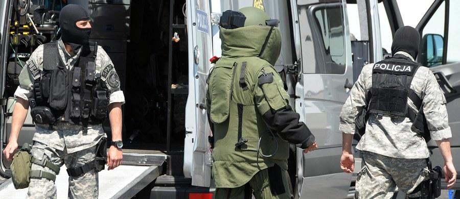 Kolejny alarm bombowy we Wrocławiu - podejrzenia wzbudziła torba pozostawiona w tramwaju przy Placu Dominikańskim. Ewakuowano pasażerów. Na miejsce wezwani zostali policyjni pirotechnicy.