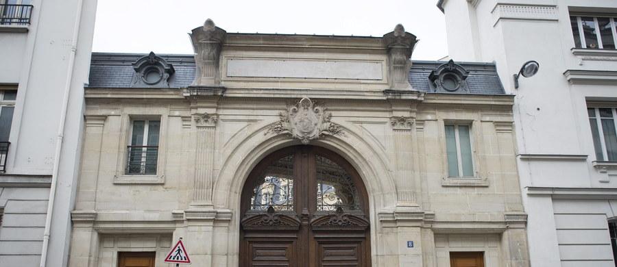 Policjanci i urzędnicy skarbowi przeszukali paryską siedzibę Google'a w ramach wstępnego dochodzenia w sprawie oszustw podatkowych. Źródła zbliżone do śledztwa podały, że tamtejszy fiskus domaga się zapłacenia 1,6 mld euro zaległych podatków.