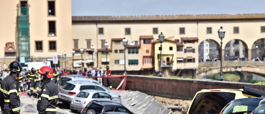 Gigantyczna rozpadlina o długości 200 metrów i szerokości 7 metrów powstała rano w centrum Florencji na nabrzeżu rzeki Arno, koło Ponte Vecchio i Galerii Uffizi. Lokalne władze informują o olbrzymich stratach. Zagrożone są zabytkowe budynki.