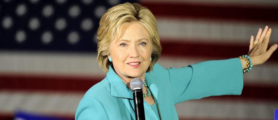 Hillary Clinton naruszyła zasady, używając w celach służbowych prywatnej skrzynki mailowej i prywatnego serwera, gdy była szefową amerykańskiej dyplomacji - wykazał niezależny wewnętrzny audyt w Departamencie Stanu USA. Związany z tym skandal, który wybuchł półtora roku temu, położył się cieniem na kampanii Clinton, która jest faworytką w wyścigu o nominację Demokratów w tegorocznych wyborach prezydenckich. Najnowsze doniesienia sprawiły, że była sekretarz stanu ponownie znalazła się w ogniu krytyki.