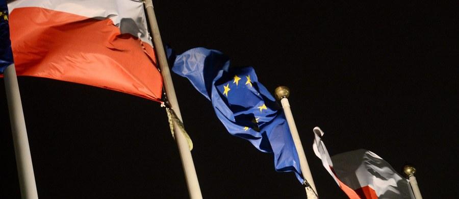 Komisja Europejska pozwała Polskę do Trybunału Sprawiedliwości UE za niewdrożenie dyrektywy w sprawie systemów gwarancji depozytów, mimo że była poinformowana, że prace legislacyjne w Polsce są już na ukończeniu. Ustawa dostosowująca nasze prawo do unijnego przeszła przez Radę Ministrów i Sejm, czeka tylko na przyjęcie przez Senat i podpis prezydenta. Ukończenie prac legislacyjnych nastąpi w przyszłym miesiącu.
