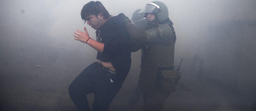 Podczas demonstracji studentów w stolicy Chile, Santiago, doszło w czwartek do gwałtownych starć z siłami porządkowymi. Jak poinformowały władze, rannych zostało 32 policjantów. Aresztowano blisko 120 demonstrantów.