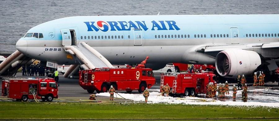 319 osób zostało ewakuowanych z samolotu linii Korean Air na lotnisku Haneda w Tokio. Powodem był dym wydobywający się z lewego silnika maszyny.