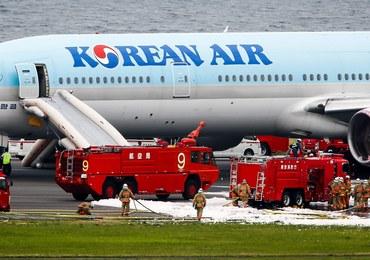 Ewakuacja samolotu z 319 osobami na pokładzie. Z jednego z silników wydobywał się dym