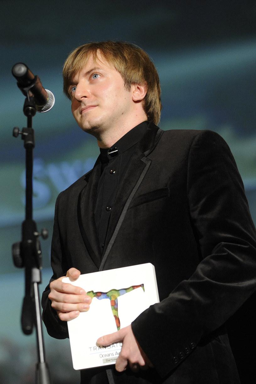 """Jest jednym z najzdolniejszych twórców muzyki filmowej w Polsce. Bartosz Chajdecki skomponował muzykę m.in. do seriali """"Czasu honoru"""", """"Misja Afganistan"""" i """"M jak miłość"""" oraz filmów """"Bogowie"""", """"Chce się żyć"""" i """"Moje córki krowy"""". Gdy pracuje, nic innego się nie liczy!"""