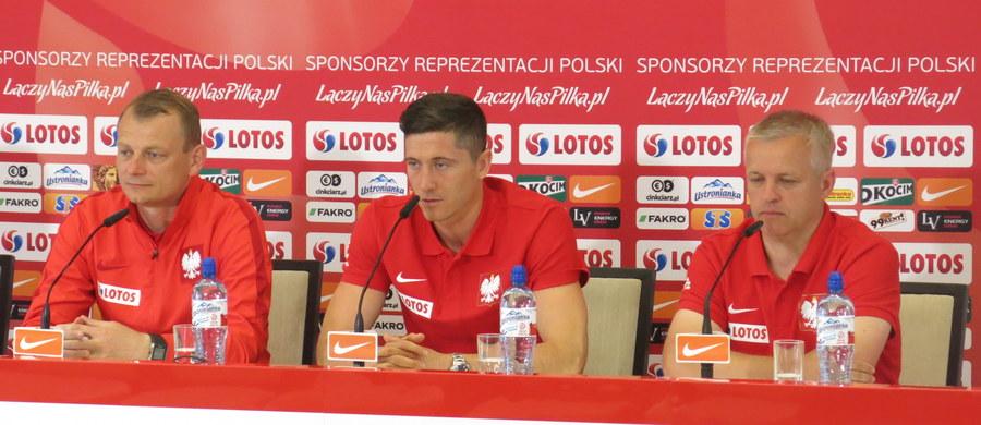 Nie może być mowy o zmęczeniu długim sezonem – uważa Robert Lewandowski. Piłkarz Bayernu Monachium w czwartek dołączył do reprezentacji Polski przebywającej na zgrupowaniu w Arłamowie. Biało-czerwoni przygotowują się tam do mistrzostw Europy we Francji.