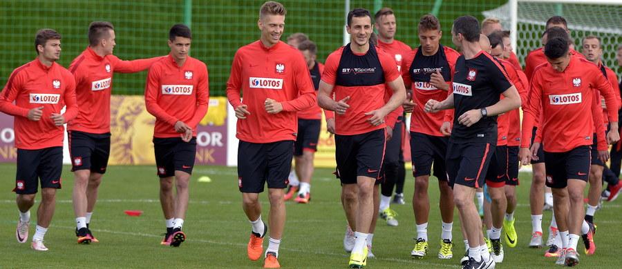Trzech zawodników narzeka na urazy, ale wkrótce mają wrócić do zdrowia. To najnowsze informacje dotyczące zdrowia piłkarzy reprezentacji Polski. Zawodnicy przygotowują się do Euro 2016 podczas zgrupowania w Arłamowie.