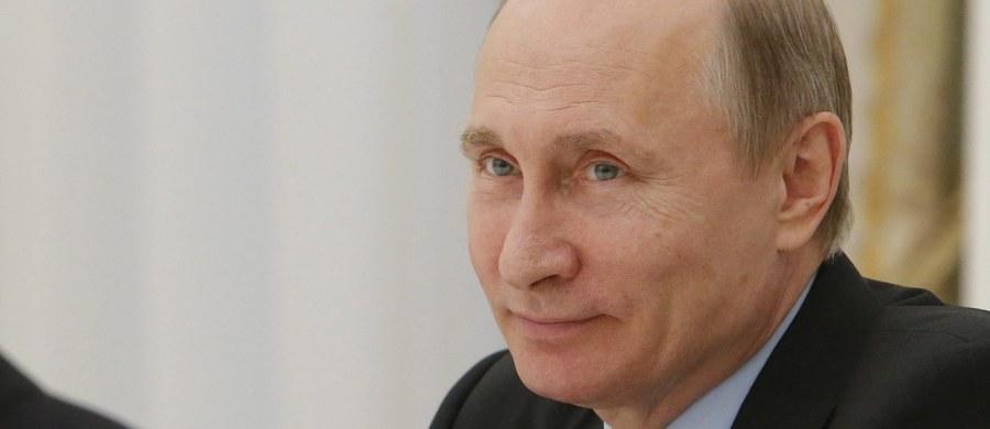 """Szef MSZ Niemiec Frank-Walter Steinmeier powiedział w Tallinie, że w przypadku postępów w procesie pokojowym na wschodzie Ukrainy możliwe będzie stopniowe znoszenie sankcji UE wobec Rosji. Według MSZ w Berlinie zasada """"wszystko albo nic"""" jest błędem."""
