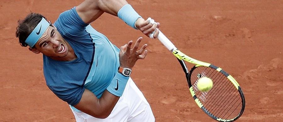 Dziewięciokrotny triumfator French Open Rafael Nadal z powodu kontuzji nadgarstka wycofał się z tego wielkoszlemowego turnieju. Hiszpan, rozstawiony z numerem czwartym, był jednym z faworytów paryskiej imprezy.