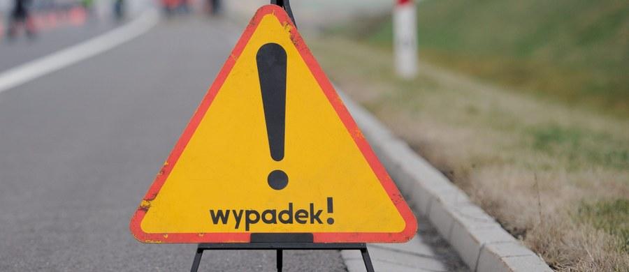 Trzy osoby zginęły w wypadku pomiędzy Lichnowami a Nowym Stawem na Pomorzu. Wśród ofiar jest 11-letnie dziecko.