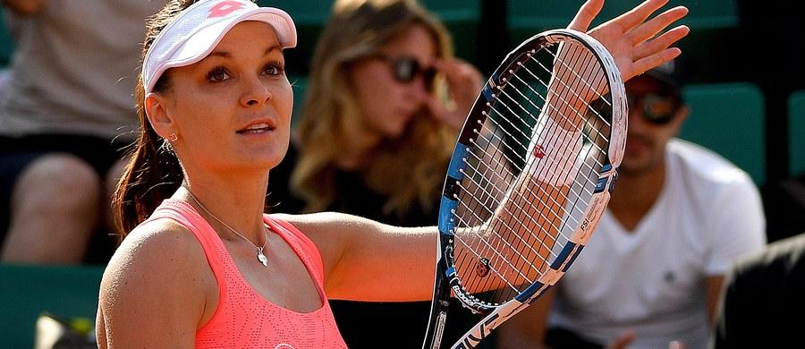 Wiceliderka światowego rankingu tenisistek Agnieszka Radwańska wygrała z rozstawioną z numerem 30. Czeszką Barborą Strycovą 6:2, 6:7 (6-8), 6:2 w 3. rundzie wielkoszlemowego turnieju French Open na kortach ziemnych im. Rolanda Garrosa w Paryżu.