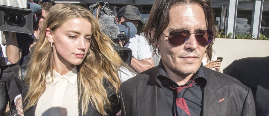 """Amber Heard, żona słynnego amerykańskiego aktora Johnny'ego Deppa, która kilka dni temu złożyła w sądzie papiery rozwodowe twierdzi, że artysta ją """"wielokrotnie bił"""". Na dowód 30-latka pokazała w sieci zdjęcie."""