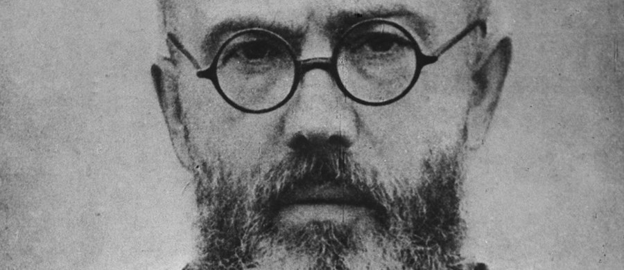 Mija 75 lat temu od deportacji polskiego franciszkanina o. Maksymiliana Kolbe do niemieckiego obozu Auschwitz. Trafił tam z więzienia na Pawiaku 28 maja 1941 roku. Duchowny w obozie oddał życie na współwięźnia. Kościół katolicki wyniósł męczennika na ołtarze.