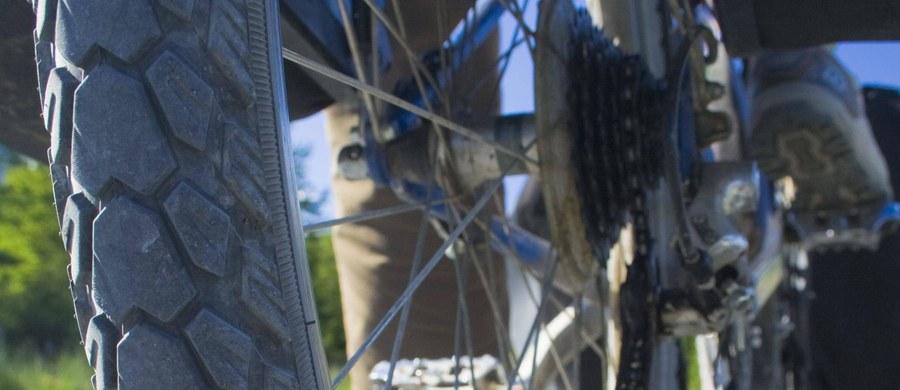 Jedenastu kolarzy trafiło do szpitala po kolizji dwóch motocyklistów, do jakiej doszło w trakcie wyścigu Baloise Belgium Tour. Incydent miał miejsce w trakcie trzeciego etapu, który ostatecznie został odwołany.