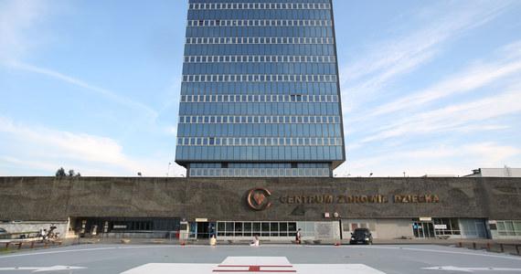 Zerwane rozmowy strajkujących pielęgniarek z dyrekcją Centrum Zdrowia Dziecka w Warszawie. Po kolejnym dniu wielogodzinnych negocjacji nie udało się uzyskać porozumienia. Strajk pielęgniarek trwa. Nie wyznaczono terminu kolejnych rozmów.