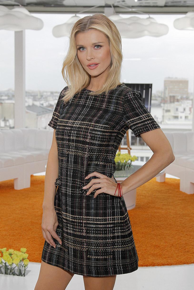 Joanna Krupa nie przepada za bladą, nieopaloną skórą. Twierdzi, że w jej przypadku ubrania znacznie lepiej wyglądają, gdy ciało jest opalone. Dlatego przez cały rok stosuje samoopalacz.