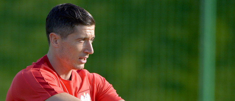 Robert Lewandowski znalazł się w 18-osobowej drużynie sezonu wybranej przez ekspertów Europejskiej Unii Piłkarskiej (UEFA) spośród zawodników, którzy wystąpili w Lidze Mistrzów. Kapitan biało-czerwonych jest jedynym Polakiem w tym zestawieniu.