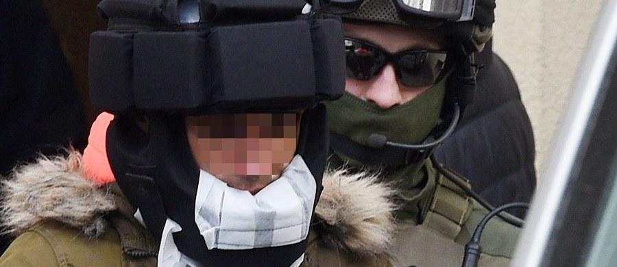 Kajetan P. po ataku na psycholożkę i więziennego strażnika przebywa już w pojedynczej celi i ze statusem szczególnie niebezpiecznego przestępcy. Jak dowiedział się reporter RMF FM, najdalej w ciągu dwóch tygodni okaże się, czy prokuratura rozszerzy zarzuty temu mężczyźnie podejrzanemu o brutalne zamordowanie kobiety w Warszawie.