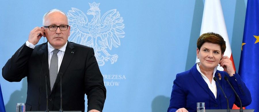 """""""Komisja Europejska kontynuuje dialog z Polską na temat sytuacji wokół Trybunału Konstytucyjnego i w środę zdecyduje, czy podejmie ewentualne dalsze kroki"""" - poinformowała rzeczniczka KE Mina Andreewa."""