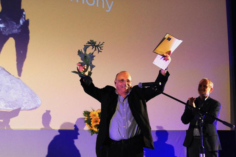 Każdego roku, trzeci dzień Krakowskiego Festiwalu Filmowego kończy ceremonia wręczenia najważniejszej festiwalowej nagrody - Smoka Smoków, przyznawanej za wyjątkowy wkład w rozwój światowej kinematografii. Tym razem otrzymał ją jeden z najbardziej znanych i nagradzanych na świecie polskich filmowców, laureat niezliczonych festiwali filmowych i wielu prestiżowych nagród, Marcel Łoziński.