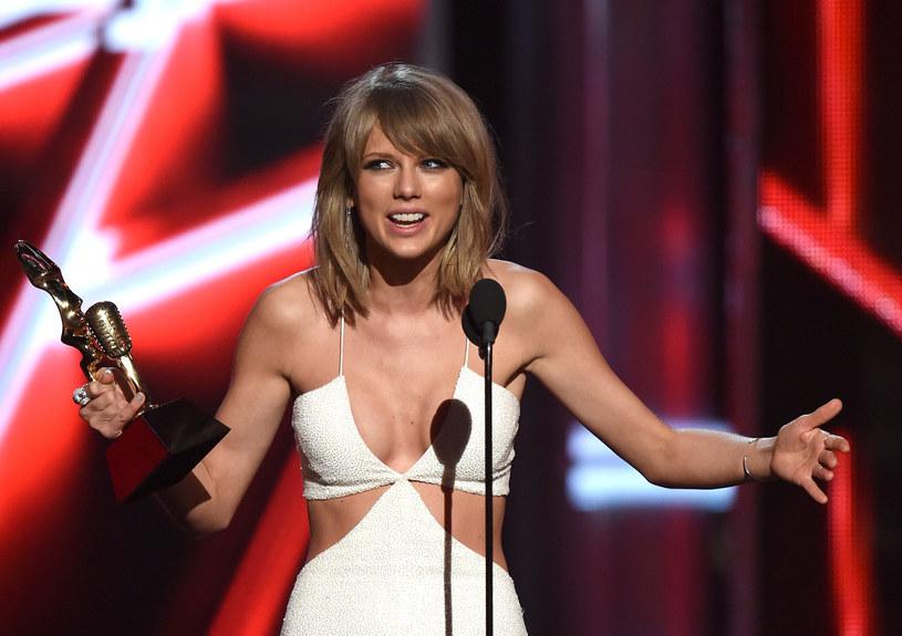 """""""Aryjska księżniczka"""" lub """"aryjska bogini"""" - tak amerykańską gwiazdę opisują jej fani, którzy w odróżnieniu od innych sympatyków Swift, wyróżniają się radykalnymi poglądami politycznymi. Otóż Swift w ostatnim czasie stała się idolką amerykańskich neonazistów i skrajnej prawicy."""