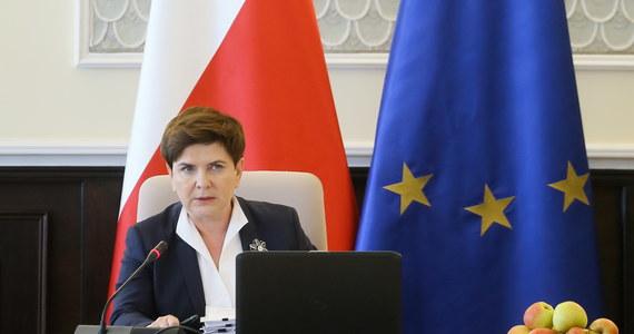 Frans Timmermans przedstawił unijnym komisarzom opinię na temat praworządności w Polsce. Jak wcześniej informowała korespondentka RMF FM w Brukseli, opinia jest negatywna. O czym wiceszef KE już wczoraj poinformował Beatę Szydło. Do telefonicznej rozmowy doszło we wtorek wieczorem. Unijny polityk miał nieoficjalnie stwierdzić, że rozmowa z polską polityk nie przyniosła rezultatów.