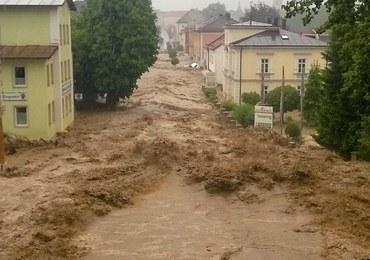 3 osoby zginęły, wielu ludzi odciętych od świata, zalane domy. Alarm powodziowy na południu Niemiec