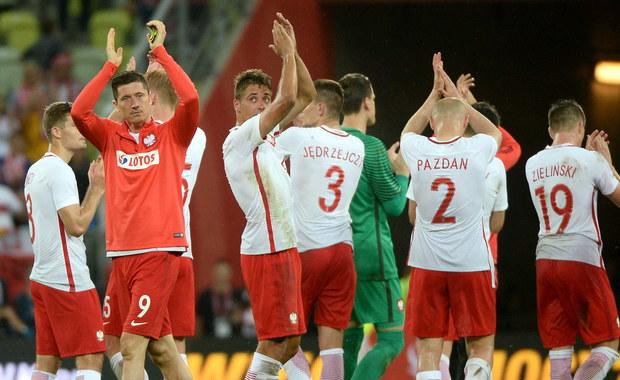 Piłkarska reprezentacja Polski przegrała z Holandią 1:2 (0:1) w towarzyskim meczu, który odbył się w Gdańsku. Bramkę dla gospodarzy zdobył Artur Jędrzejczyk. Biało-czerwoni przygotowują się do mistrzostw Europy we Francji, Holendrzy w nich nie wystąpią.