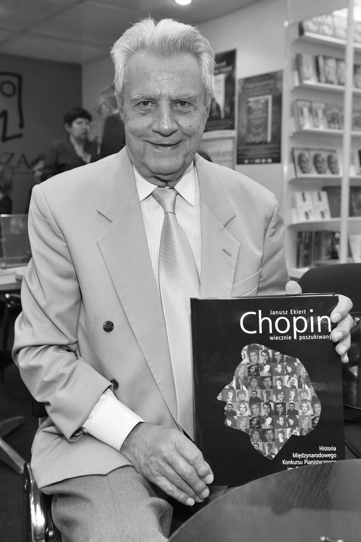 Muzykolog Janusz Ekiert nie żyje - poinformował PAP w środę (1 czerwca) Narodowy Instytut Fryderyka Chopina. Ekiert był autorem wielu książek, encyklopedii muzyki, biografii Fryderyka Chopina, historii Konkursów Chopinowskich.
