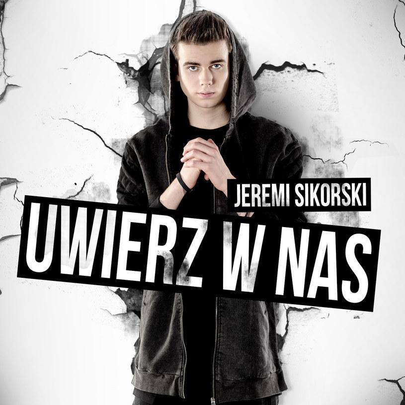 """""""Uwierz w nas"""" to najnowszy singel 17-letniego obecnie Jeremiego Sikorskiego, który popularność zdobył w sieci, publikując na YouTube covery znanych utworów."""
