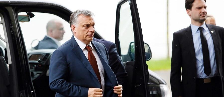 Zachodnie rządy postępują w kwestii imigracji niezgodnie z wolą coraz większej części swych narodów - ocenił premier Węgier Viktor Orban w porannej audycji w Radiu Kossuth, wyrażając pogląd, że europejscy przywódcy powinni poddać swą politykę rewizji.