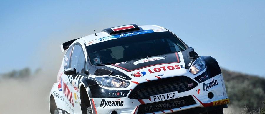 Kajetan Kajetanowicz (Ford Fiesta R5) jest drugi po drugim etapie w Rajdzie Azorów, czwartej rundzie mistrzostw Europy. Prowadzi jeżdżący z białoruską licencją Rosjanin Aleksiej Łukjaniuk (Ford Fiesta R5).