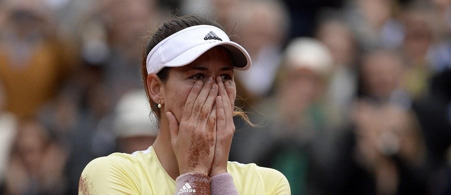 Hiszpanka Garbine Muguruza wygrała wielkoszlemowy turniej tenisowy French Open w Paryżu. W finale rozstawiona z numerem czwartym tenisistka pokonała broniącą tytułu Amerykankę Serenę Williams 7:5, 6:4.