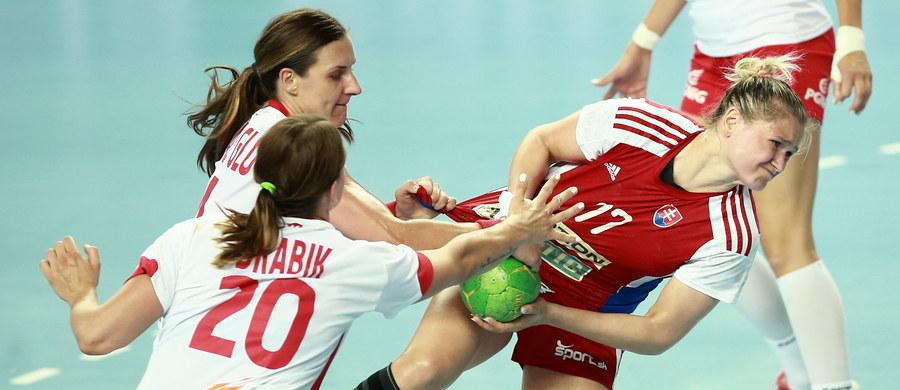 Polska pokonała Słowację 28:25 (15:13) w meczu szóstej, ostatniej kolejki grupy 5. eliminacji mistrzostw Europy piłkarek ręcznych, rozegranym w Płocku. To piąte zwycięstwo biało-czerwonych, które już wcześniej zapewniły sobie awans do turnieju finałowego.