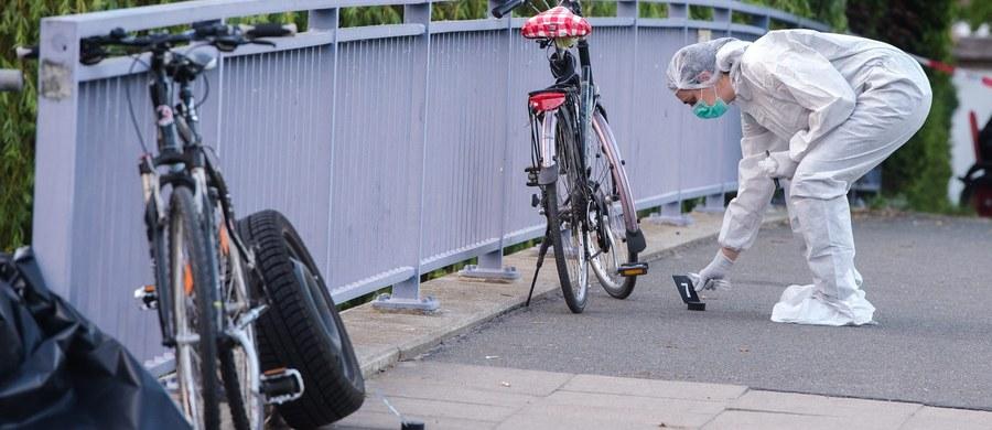 Nieznany sprawca postrzelił rowerzystę w Hamburgu. Potem ostrzelał nadjeżdżający samochód. W środku była kobieta z 6-letnim dzieckiem. Postrzelony mężczyzna zmarł w szpitalu. Policja szuka sprawcy.