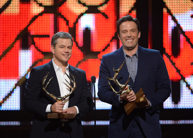 """Ben Affleck i Matt Damon otrzymali statuetki """"Guys Choice Awards"""". W sobotę, 4 czerwca, hollywoodzcy gwiazdorzy otrzymali tytuł """"Guys Of The Decade"""", czyli """"Facetów Dekady""""."""