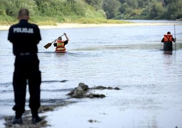 Wpadł do wody, na ratunek skoczyła mu niepełnosprawna partnerka. Policja wyjaśnia tragedię przy molo