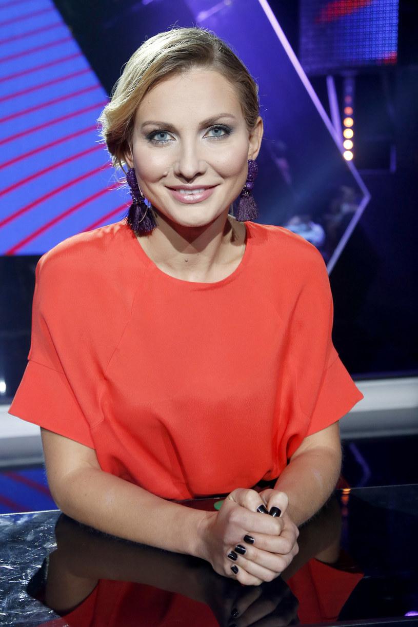 """Jesienią na antenie Polsatu pojawi się szósta edycja show """"Twoja Twarz Brzmi Znajomo"""". Ujawniono, że jedną z uczestniczek programu będzie aktorka Joanna Moro."""