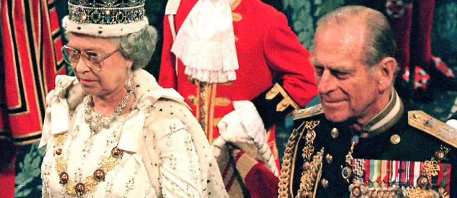 Mający już prawie 94 lata mąż królowej Elżbiety znany jest z ciętego języka i z zamiłowania do... popełniania gaf. Tym razem wpadkę zaliczył podczas wizyty w Walii, gdzie wraz z koronowaną głową otwierał nowe centrum badań medycznych.