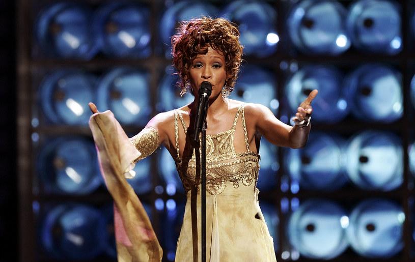Bobby Brown w ostatnim czasie regularnie informuje o nowych faktach z życia Whitney Houston. Tym razem zdradził informacje o jej orientacji seksualnej.