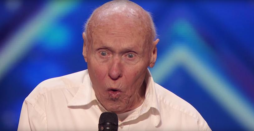"""82-letni John Hetlinger zaskoczył jurorów amerykańskiego """"Mam Talent"""" swoim metalowym występem."""