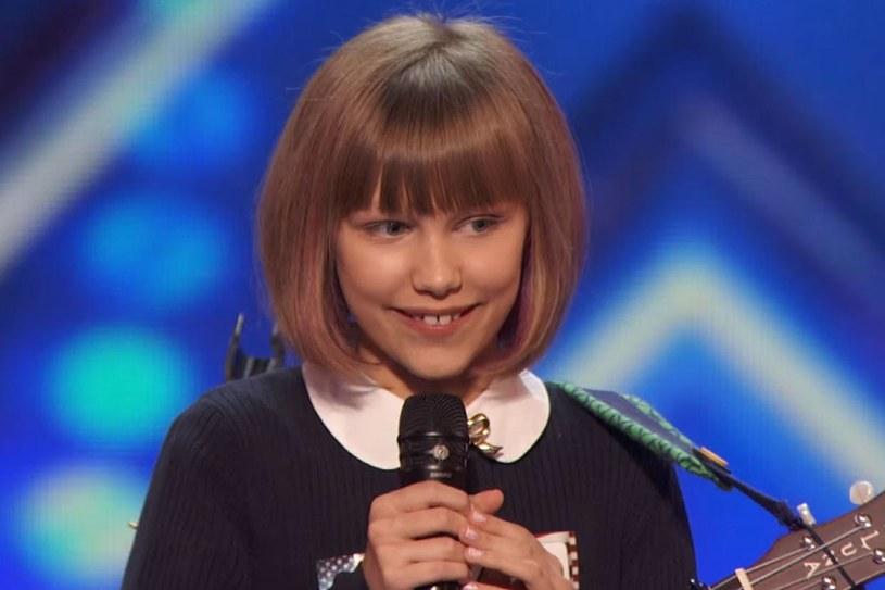 """Występ 12-letniej Grace VanderWaal zachwycił jurorów amerykańskiego """"Mam talent"""", a Simon Cowell nazwał dziewczynkę następczynią Taylor Swift."""
