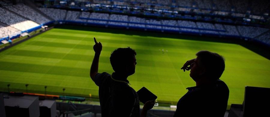 Francuscy związkowcy zapowiadają całkowite sparaliżowanie pierwszego dnia Euro 2016 w Paryżu. Z powodu strajku pracowników stołecznej komunikacji miejskiej wstrzymane ma zostać w piątek kursowanie ekspresowej kolejki miejskiej RER, która miała dowozić tłumy kibiców na podparyski Stade de France.