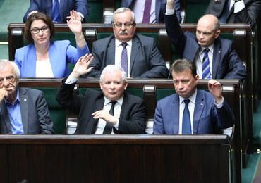"""Sejm uchwalił ustawę antyterrorystyczną. """"Zero tolerancji dla terrorystów"""", """"To Orwell 2016"""""""