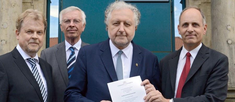 Wydział Prawa Uniwersytetu w Osnabruecku w Dolnej Saksonii przyznał prezesowi Trybunału Konstytucyjnego Andrzejowi Rzeplińskiemu tytuł doktora honoris causa w uznaniu zasług dla budowy państwa prawa w Polsce.