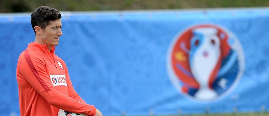 Obrońca piłkarskiej reprezentacji Irlandii Północnej Gareth McAuley uważa, że w niedzielnym meczu z Polską w mistrzostwach Europy on i koledzy będą w stanie powstrzymać Roberta Lewandowskiego, a sami groźnie zaatakować. Podstawowy zawodnik linii defensywnej napastnika Bayernu Monachium obawia się jednak najbardziej.
