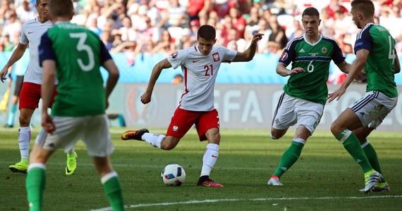 """""""Cudownie utalentowany 19-latek"""" - napisał na Twitterze o Bartoszu Kapustce były angielski piłkarz Gary Lineker. Użytkownicy mediów społecznościowych są zachwyceni postawą jego i całej polskiej drużyny w wygranym z Irlandią Płn. 1:0 meczu Euro 2016 we Francji."""