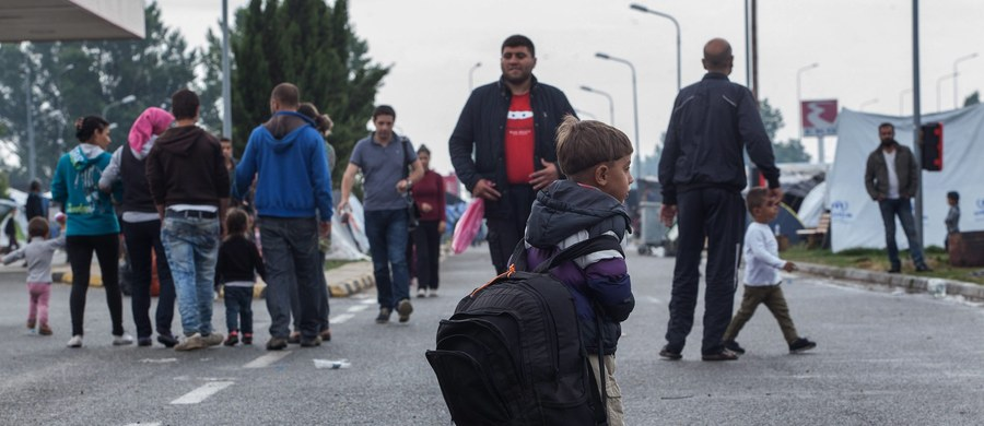 Parlament węgierski przyjął ustawę, która zezwala policji na odsyłanie za ogrodzenie graniczne imigrantów zatrzymanych w promieniu 8 km od granicy. Ustawę skrytykował przedstawiciel UNHCR.