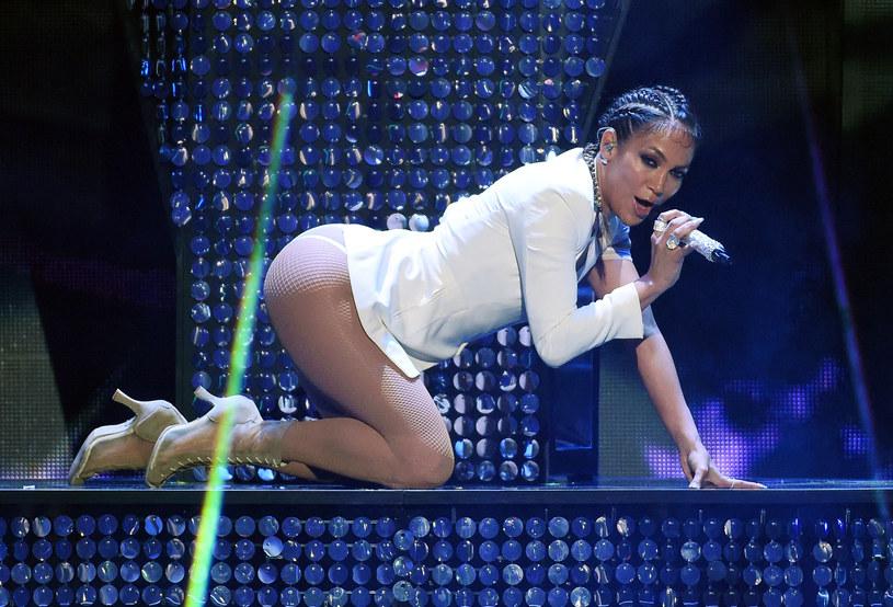 Jennifer Lopez przyznała, że na początku kariery musiała walczyć o swoje krągłości, gdyż wiele osób naciskało ją, aby zrzuciła zbędne kilogramy.