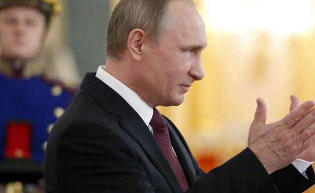 """Na polecenie prezydenta Władimira Putina w siłach zbrojnych Rosji rano rozpoczął się niezapowiedziany sprawdzian gotowości bojowej, który potrwa do 22 czerwca - poinformował rosyjski minister obrony gen. Siergiej Szojgu. """"Szczególna uwaga będzie poświęcona organizacji pracy personelu operacyjnego w planowaniu wykorzystania wojsk w różnych sytuacjach"""" - oświadczył."""